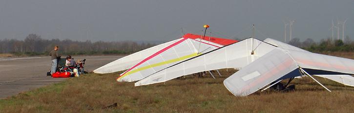 Drachenflugschüler, vom Tandemflieger bis zum UL-Schleppkursteilnehmer. Photo: Andreas Becker